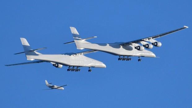 Največje letalo na svetu z razponom kril 117 metrov je prestalo prvi test (foto: profimedia)