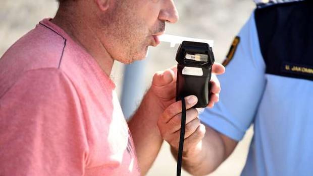 Agencija za varnost v prometu za znižanje dovoljene meje alkohola na 0,2 promila (foto: STA/Tamino Petelinšek)
