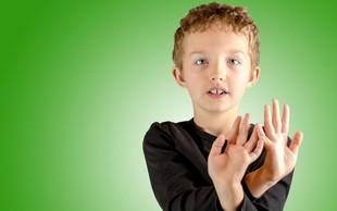 Vaje čuječnosti za otroke (in starše), da bodo zlahka sedeli pri miru kot žaba!
