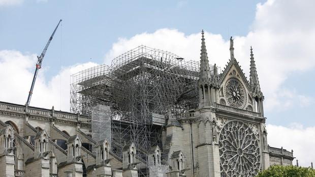 Katedralo Notre-Dame bi po prenovi lahko krasil sodobno zasnovan stolpič (foto: Profimedia)
