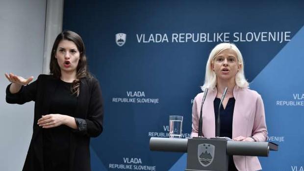 Vlada za umestitev slovenskega znakovnega jezika v ustavo (foto: STA/Tamino Petelinšek)