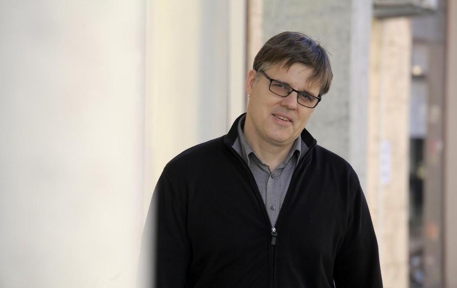 Igralec in gledališki lektor Simon Šerbinek je v mladosti preživel nesrečo z vlakom (foto: Aleksandra Saša Prelesnik)