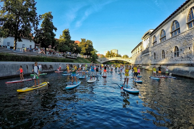 100 supov na Ljubljanici za čisto reko #SUPportCleanWaters (foto: Bananaway Press)