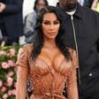 Kim Kardashian je imela tako ozko obleko, da sploh ni mogla sedeti in dihati