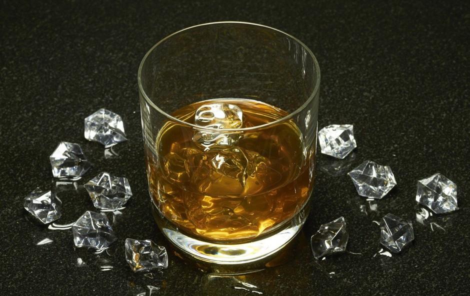Minister Boštjan Poklukar ni navdušen nad znižanjem dovoljene meje alkohola za voznike (foto: profimedia)