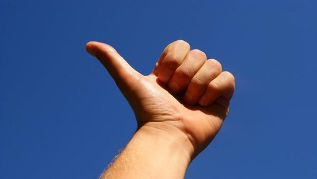 Nekdanji kanalski župan v treh tednih z dvignjenim palcem ob cesti obiskal 42 evropskih držav (foto: profimedia)