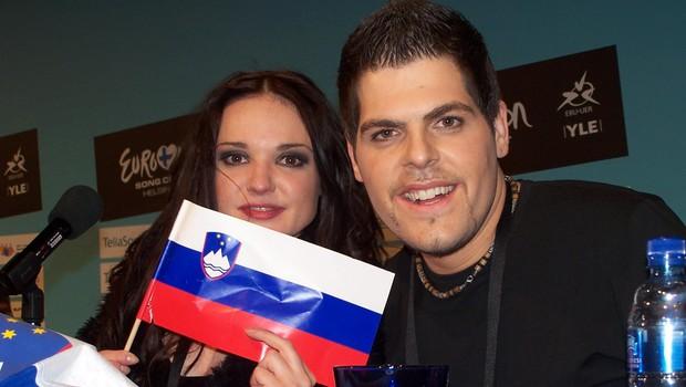 Alenka Gotar (na sliki z avtorjem skladbe Andrejem Babićem), ki nam je prvič pripela finale, in sicer leta 2007 s pesmijo Cvet z juga, ko je zasedla 15. mesto. (foto: Alesh Maatko)