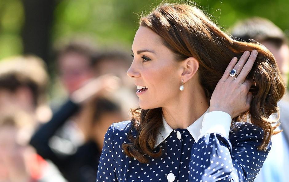 Kate Middleton spet v obleki, ki je zelo priljubljena (foto: Profimedia)