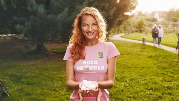 Jana Koteska med pospravljanjem miga z boki (foto: Foto: Lady Arhiv)