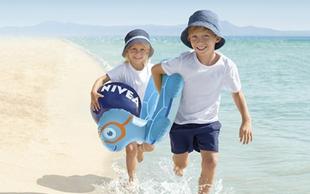 Otroci obožujejo poletje! Naj bo igra na soncu tudi varna za kožo!