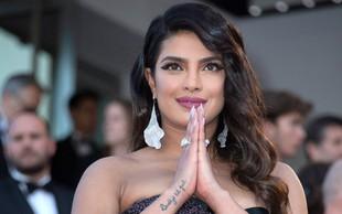 Priyanka Chopra na rdeči preprogi v Cannesu v razkošni obleki