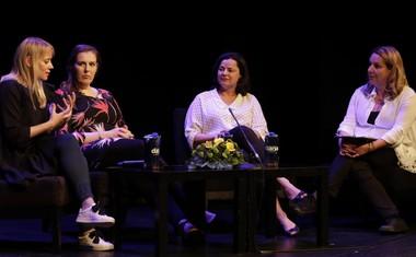 Okrogla miza (z leve): Tina Deu, Kristina M. Špacapan, Nastja Mulej in voditeljica Slavka Brajović Hajdenkumer.