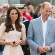 William in Kate zaradi načina potovanja spravila Meghan in Harryja v zadrego
