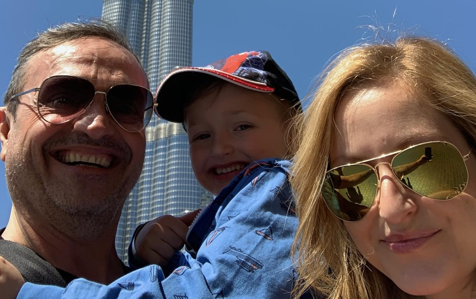Obvezen družinski portret pred najvišjo stolpnico na svetu Burj Khalifa. (foto: Osebni Arhiv)