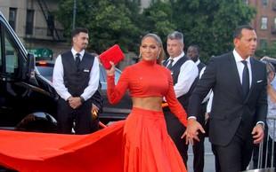Jennifer Lopez osupnila s svojo natrenirano postavo: Vse oči so bile uprte v njen trebušček!