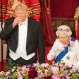 Trumpa doletele kritike zaradi načina rokovanja s kraljico Elizabeto