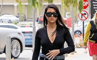 Kourtney Kardashian uživala na počitnicah v Portofinu in ponosno pokazala svoje strije