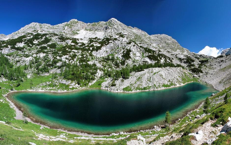 Vse več tujcev v dobro obiskanih slovenskih planinskih kočah (foto: Triglav Press)