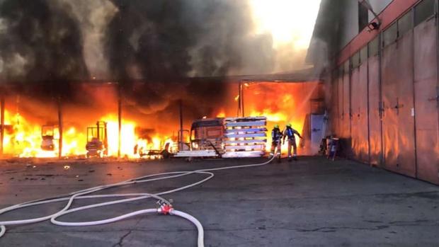 V požaru na Ižanski cesti za 150.000 evrov škode (foto: Gasilska brigada Ljubljana)
