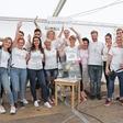 Frizerji strigli na Velenjski plaži in za otroke zbrali 5.537,80 evrov