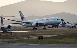 Spečo žensko pozabili na letalu Air Canade!