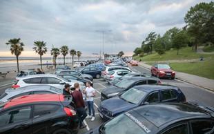 V splitskem pristanišču v morju avtomobil ljubljanske registracije