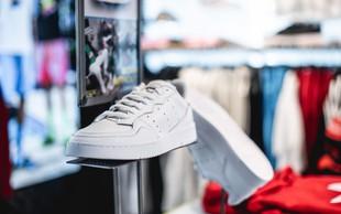Kultni adidasov copat Supercourt v prenovljeni podobi