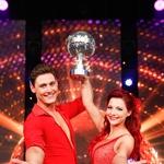 ZMAGOVALCA TRETJE SEZONE<br />V tretji sezoni plesnega spektakla Zvezde plešejo je slavila Tanja Žagar s soplesalcem Arnejem Ivkovičem. (foto: Foto: Miro Majcen)