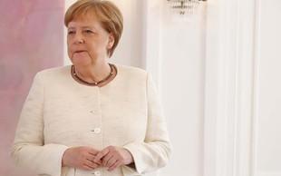 Ima Angela Merkel zdravstvene težave? Na uradni slovesnosti se je ponovno tresla!