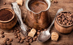 Tudi tebi na vroč poletni dan najbolj prija sveža mleta (turška) kava?