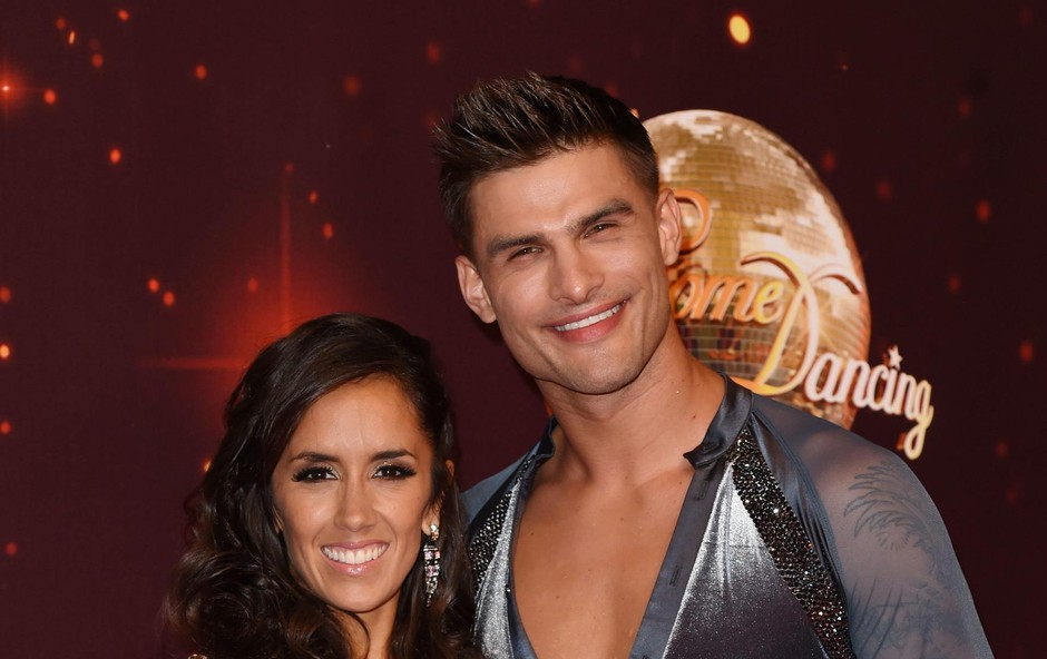 Aljaža in Janette je združila ljubezen do plesa. Aljaž je zmagovalec britanskega plesnega šova Strictly come Dancing. (foto: Foto: Profimedia Profimedia, Temp Rex Features)