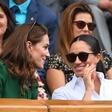 Kate in Meghan na turnirju v Wimbledonu prava paša za oči. Očitno sta se tudi pobotali!