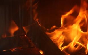 Maribor: Požar v stanovanjskem bloku povsem uničil stanovanje