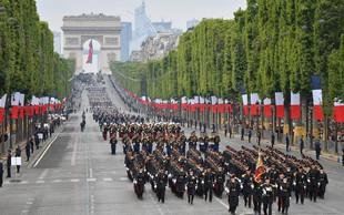 Francozi z vojaško parado obeležili padec Bastilje