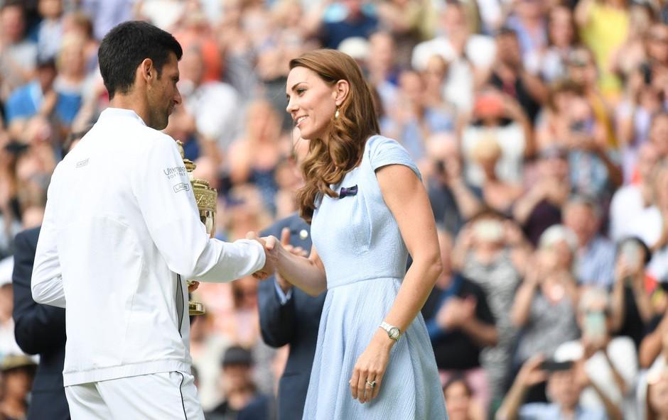 Zmagovalec Wimbledona Novak Djoković: Ko mu je Kate izročila pokal, je s svojo gesto navdušil Britance! (foto: Profimedia)