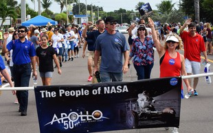 Na seznamu pesmi na misiji Apolla 11 tudi Fly Me to the Moon