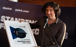 Balada Chasing Cars skupine Snow Patrol najbolj predvajana pesem tega stoletja