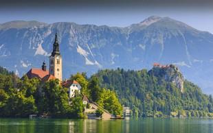 Zaradi alg po kopanju v Blejskem jezeru NIJZ priporoča tuširanje