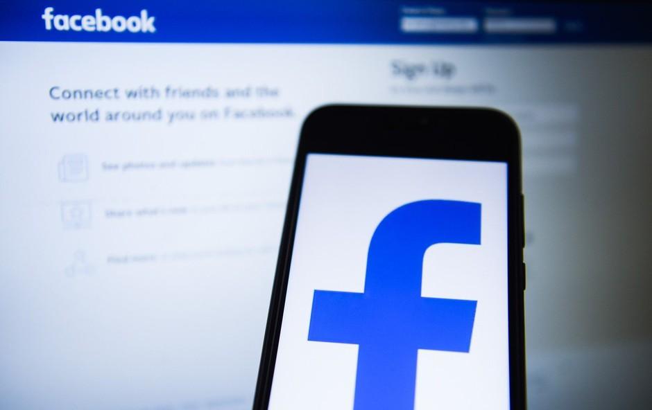 Facebook se sooča z obtožbami o prisluškovanju pogovorom uporabnikov (foto: Profimedia)