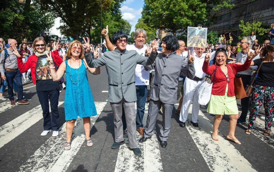 Pred pol stoletja nastala znamenita fotografija Beatlesov na Abbey Road (foto: Profimedia)