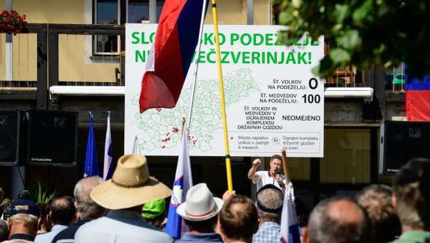 Kmetje s protestom v Velikih Laščah opozorili vlado, da jim  je pošlo potrpljenje (foto: STA/Nebojša Tejić)