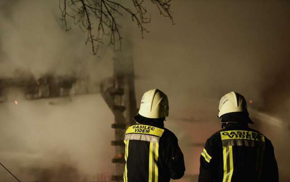 Zaradi požara v Celju ima 15 ljudi težave zaradi vdihavanja ogljikovega monoksida (foto: STA)