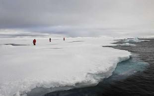 Delci mikroplastike na Arktiki kažejo na onesnaženje zraka