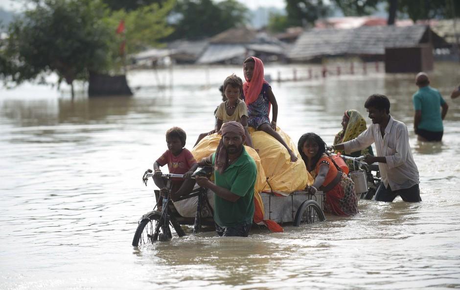 Monsunsko deževje v Indiji pobira redni davek, doslej več kot tisoč žrtev (foto: profimedia)