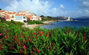 Francoza sta na Sardiniji kradla pesek, zdaj jima grozi zapor