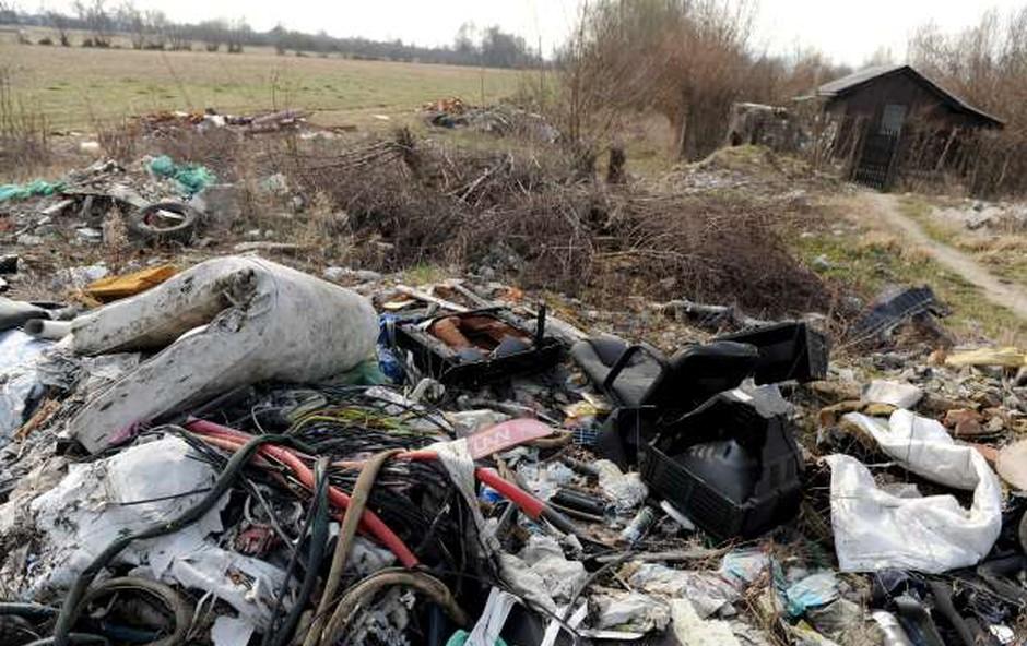 Zagreb se sooča s težavami zaradi divjih odlagališč odpadkov (foto: STA)
