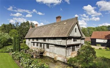 ANGLEŠKO UDOBJE<br /> Njegovo domovanje v Suffolku.