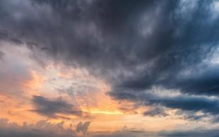 V zaledju obale in na Koroškem se je razbesnela nevihta