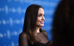 Angelina Jolie blesetela v obleki, ki pristoji vsaki ženski