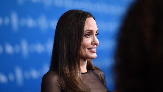 Angelina Jolie blesetela v obleki, ki pristoji vsaki ženski (foto: Profimedia)